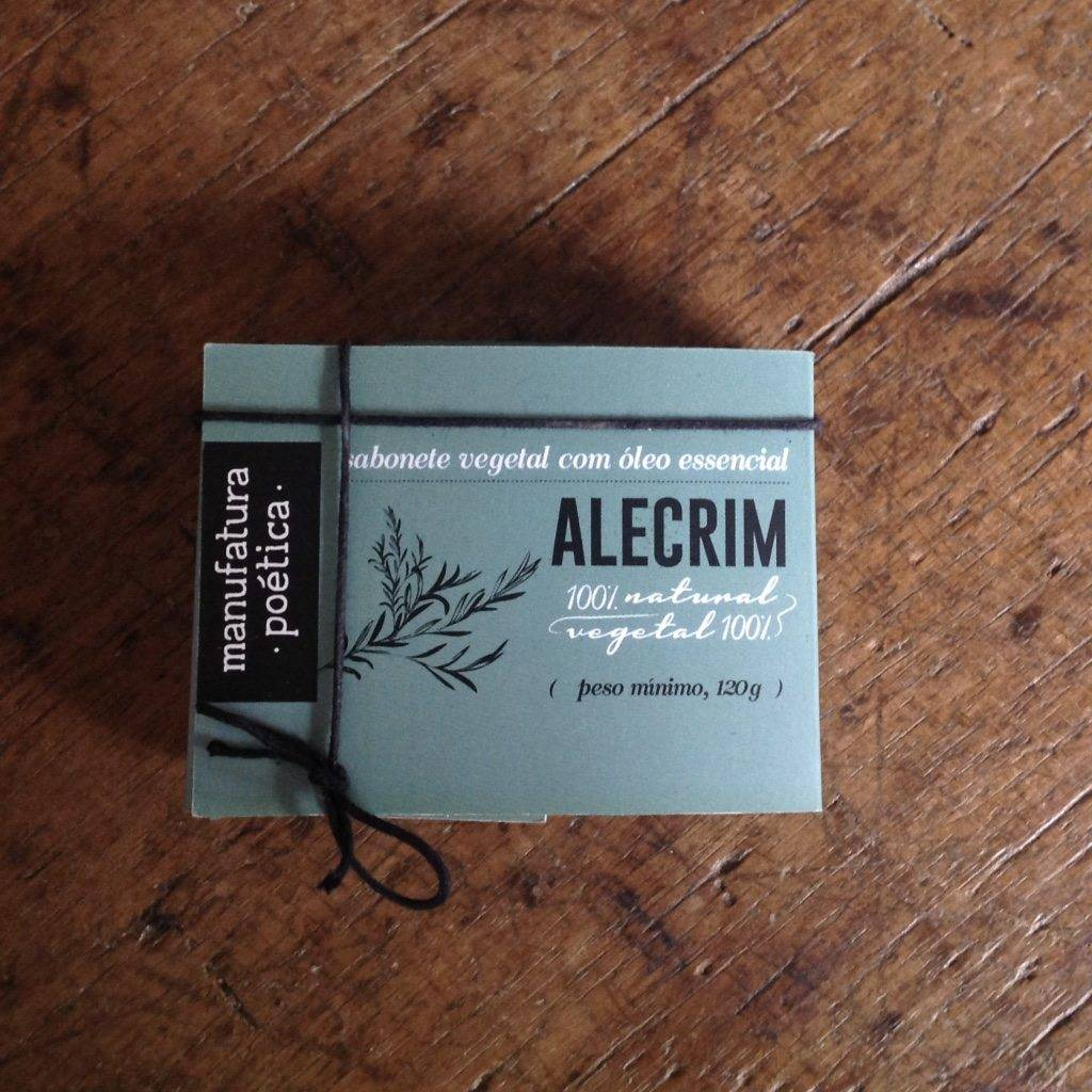 Embalagem Manufatura Poética com texto: sabonete artesanal de alecrim, 100% vegetal e natural e silhueta de galho de alecrim