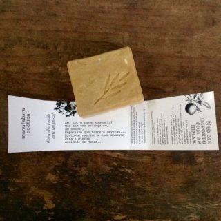 Sabonete de laranja Manufatura Poética, embalado em poemas de Fernando Pessoa